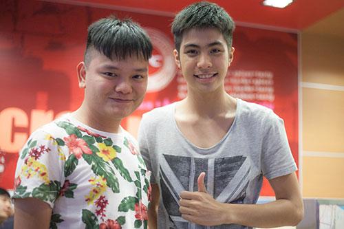 hot boy dong tinh thai lan sang tham viet nam - 5