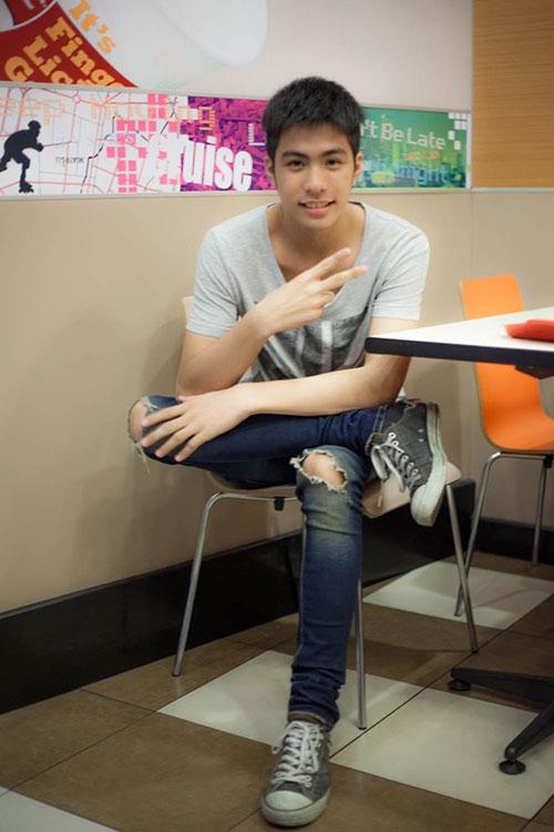 hot boy dong tinh thai lan sang tham viet nam - 6