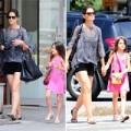 Làng sao - Suri tung tăng cùng mẹ chụp hình ở New York