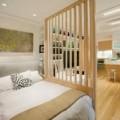 Nhà đẹp - Hóa giải giường ngủ gần cửa ra vào