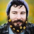 Xem & Đọc - Xu hướng các chàng cắm hoa vào... râu