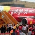 Tin tức - VietJet Air hoãn chuyến bay 1 tiếng vì khách đòi xuống