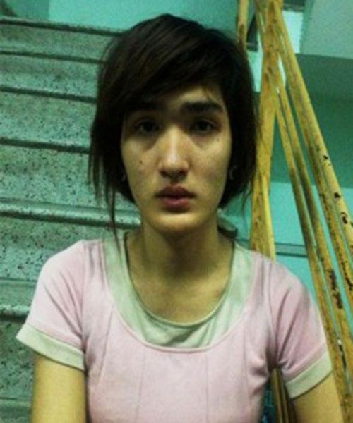 cap 'hot girl' dong tinh chuyen du du khach 'vui ve' - 1