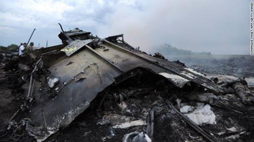 mh17 roi o ukraine: xac nguoi nam la liet tai hien truong - 11