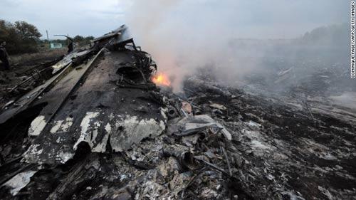 mh17 roi o ukraine: xac nguoi nam la liet tai hien truong - 13