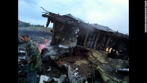 mh17 roi o ukraine: xac nguoi nam la liet tai hien truong - 14
