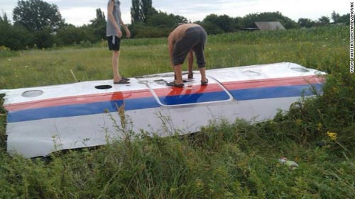 mh17 roi o ukraine: xac nguoi nam la liet tai hien truong - 16