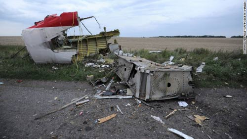 mh17 roi o ukraine: xac nguoi nam la liet tai hien truong - 9