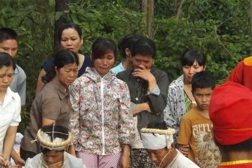ca lang khoc thuong dam tang me con san phu - 3