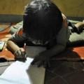 Tin tức - Người đàn ông vô gia cư 7 năm nuôi bé gái bị bỏ rơi
