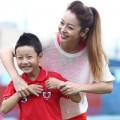 Làng sao - Bảo Nam cười tít mắt bên mẹ Jennifer Phạm