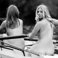 Tin tức - Ảnh 17 nữ sinh khỏa thân chèo thuyền gây tranh cãi
