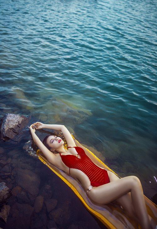 Diện bikini mùa hè đẹp như Jenny Nguyễn - 11