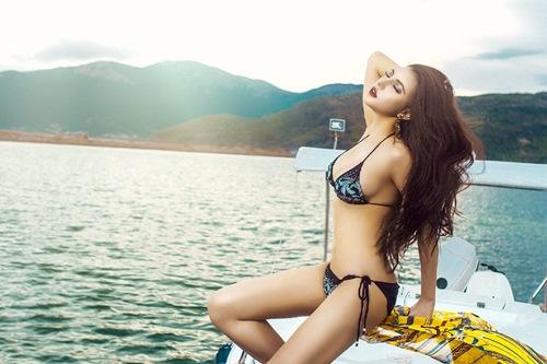 Diện bikini mùa hè đẹp như Jenny Nguyễn - 3