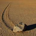 Tin tức - Bí ẩn những hòn đá biết đi ở Thung lũng chết