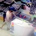 Tin tức - Màn trộm tiền trong tích tắc ở cửa hàng đồ lót nam