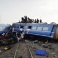 Tin tức - Ấn Độ: Tàu hỏa đâm xe bus, 25 HS thiệt mạng