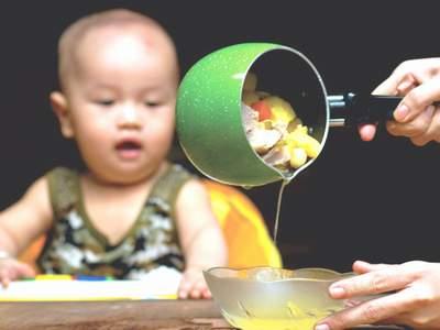 thuc hu chuyen ham xuong nau chao con chan an - 1