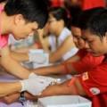 Tin tức - Hàng nghìn người tham gia hiến máu cứu người