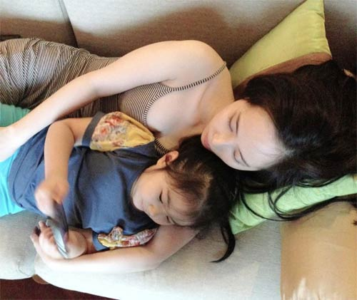 jennifer pham hanh phuc ben chong sau gio dien - 9