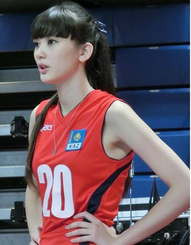 Altynbekova Sabina (sinh năm 1996) là VĐV đội tuyển bóng chuyền quốc gia Kazakhstan. Sabina sở hữu vẻ đẹp lai Âu, Á vô cùng xinh xắn.