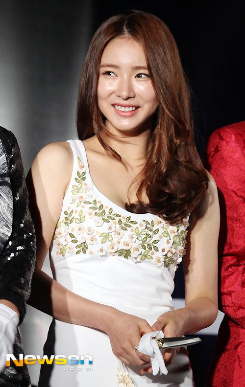 Hoa hậu Honey Lee khoe vòng 1 đẫy đà - 6