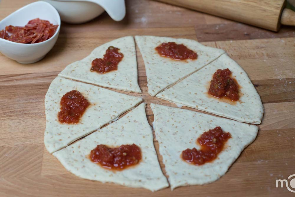 Bánh pizza cuộn giòn giòn, hấp dẫn-4