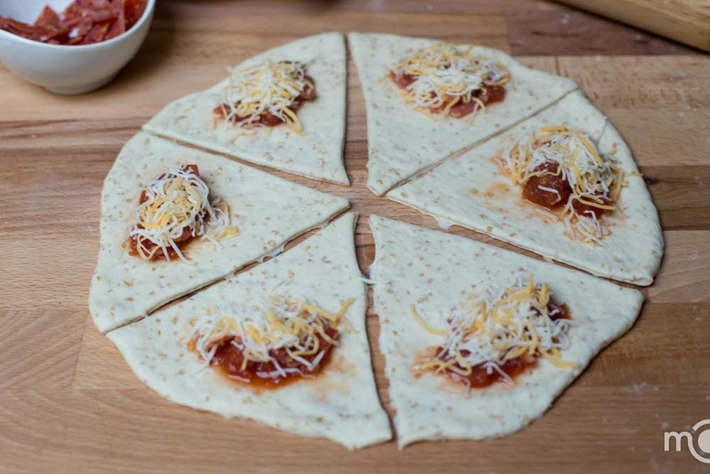 Bánh pizza cuộn giòn giòn, hấp dẫn-5
