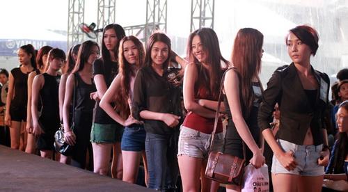 "gia canh dang thuong thi sinh 1m91 tai ""elite model look"" - 2"