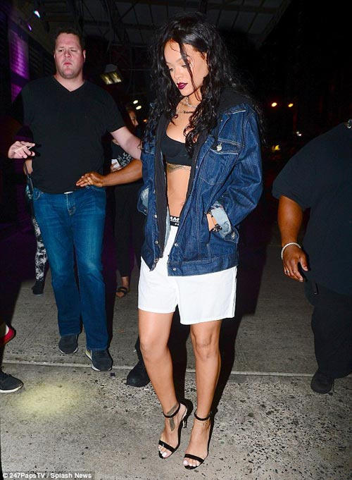 "Eva ""soi"" 31/7: Rihanna mặc nội y ra phố-2"