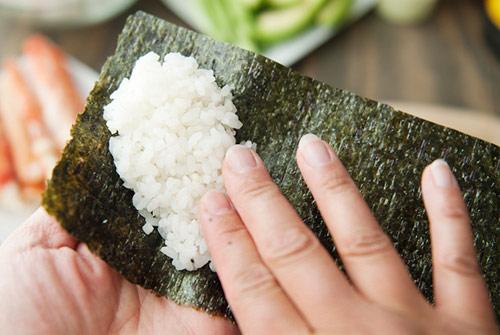 tu lam sushi hinh oc que thom ngon - 6