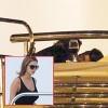 Justin Bieber thản nhiên ôm hôn gái lạ trên du thuyền