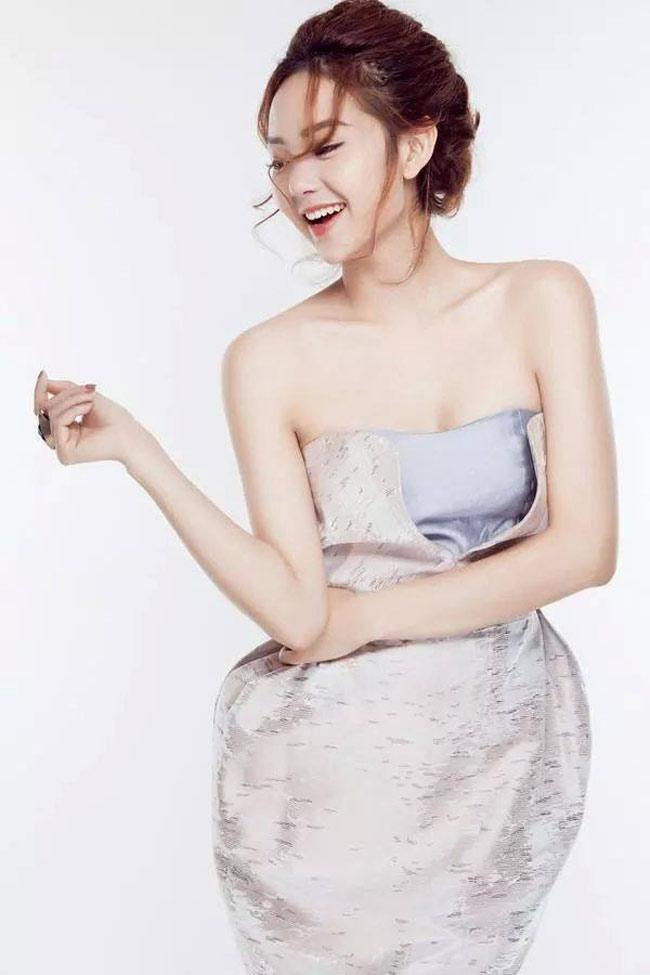 Minh Hằng là một trong số những nữ diễn viên, ca sĩ chịu khó thay đổi hình ảnh của mình bằng kiểu tóc nhiều nhất.
