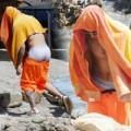 Justin Bieber lộ mông phản cảm trên biển