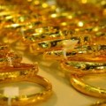 """Mua sắm - Giá cả - Vàng ngoại """"đủng đỉnh"""" nhìn vàng nội giảm"""