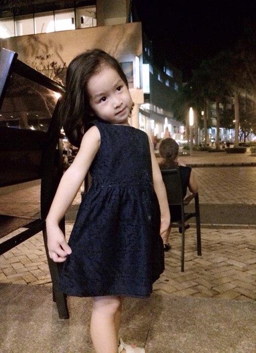 luu huong giang dua con gai di dao pho dem - 5