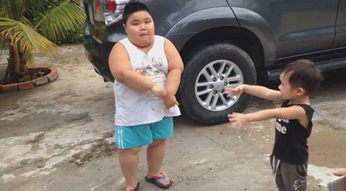 con trai ly hai tap nhay hut 17 nghin like - 1