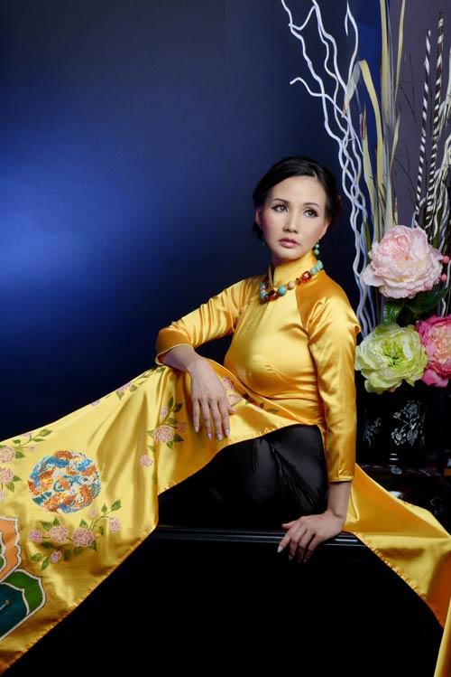 hoa hau suong dang quy phai voi ao dai vang - 9