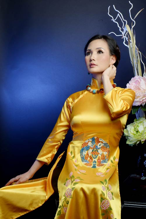 hoa hau suong dang quy phai voi ao dai vang - 3