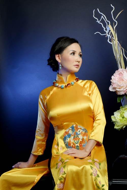 hoa hau suong dang quy phai voi ao dai vang - 4