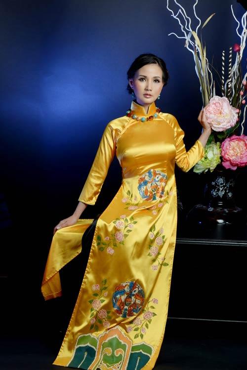 hoa hau suong dang quy phai voi ao dai vang - 7