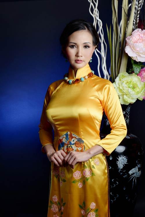 hoa hau suong dang quy phai voi ao dai vang - 8