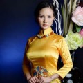 Hậu trường - Hoa hậu Sương Đặng quý phái với áo dài vàng