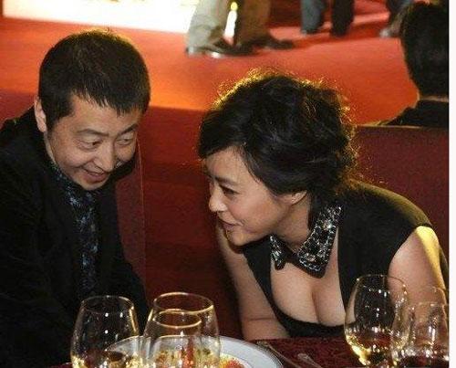 """my nhan cbiz bi dong nghiep nam """"dom nguc"""" - 4"""