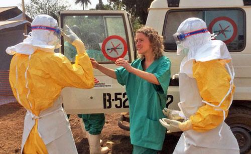 """can canh """"ao giap lo hoi"""" chong virus sat thu ebola - 1"""