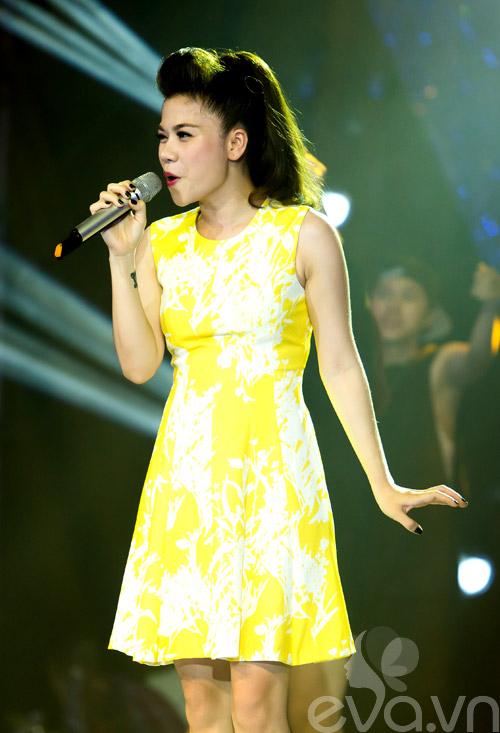my dung khoe dang chuan tren san khau sau sinh - 6