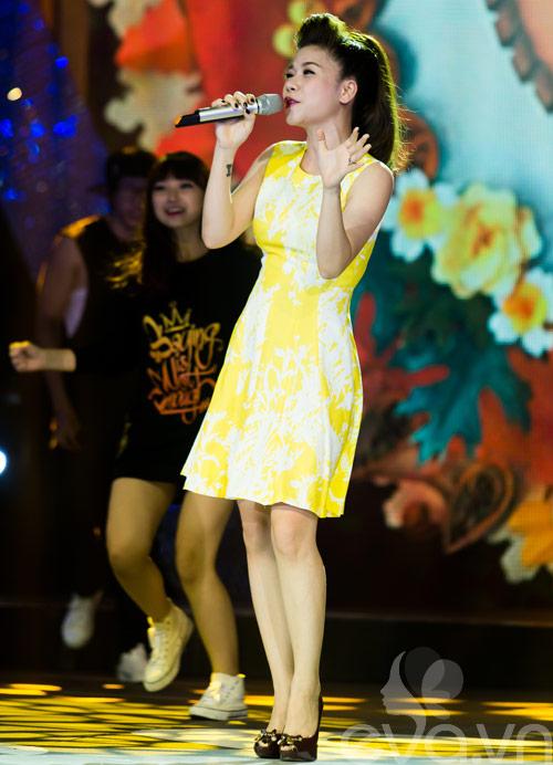 my dung khoe dang chuan tren san khau sau sinh - 3