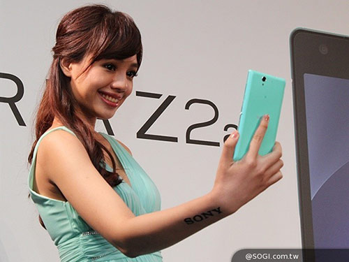 5 smartphone tam trung dang cho doi nhat cuoi nam 2014 - 2