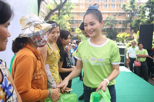 "lan phuong ""ru re"" sao viet nau an cho nguoi ngheo - 3"