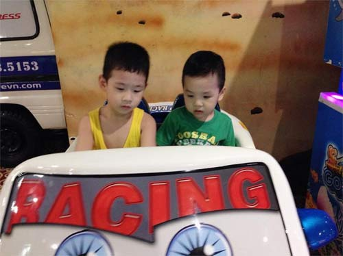 "con trai dan le ngo nghinh lam ""canh sat giao thong"" - 4"